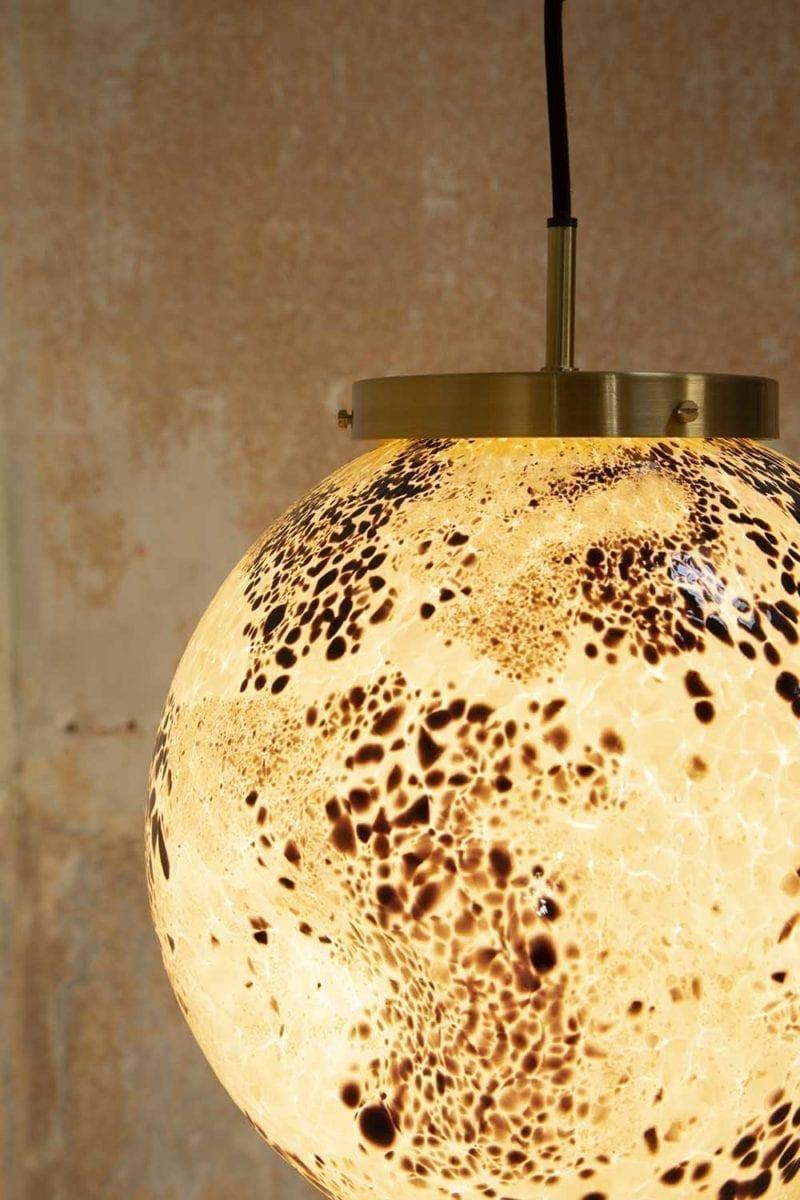 TheInvisibleCollection_PierreGonalons_Lamp_Black&White_Detail